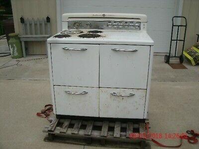 Working Vintage 1948 40 inch G E White Stove/Oven Range w/drop in deepwell