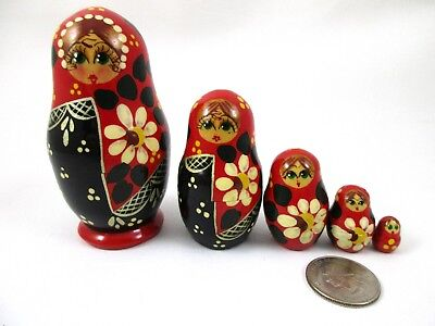 "Vintage 5 pc. Russian Matryoshka Hand Painted Wood Nesting Dolls .5"" - 3.5"""