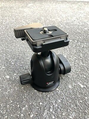 Manfrotto 496RC2 Ball Head with 200PL Quick Release camera plate.