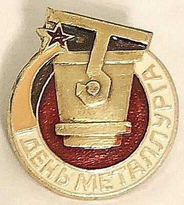 Ussr Soviet Russian Pin Badge Metallurgist Day Metallurg Melting Ladle Bucket