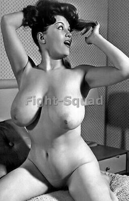 WW2 Picture Photo Photo Erotic antique vintage pinup with Big Breasts 2737