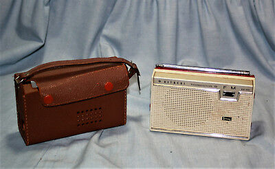 Vintage HITACHI Model KH-915 - 9 TRANSISTOR FM Radio - with Leather Case - NICE!
