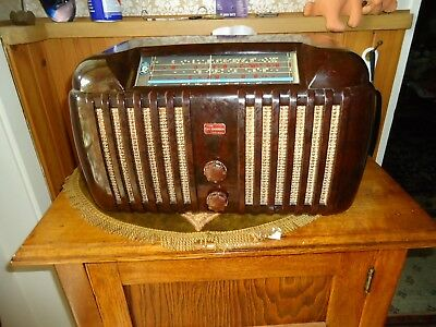 Bakelite  valve / tube radio 1940's (Postage Possible at cost)