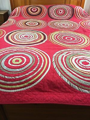 """Vintage Inspired Bullseye Quilt 92"""" X 88"""" Well Quilted"""