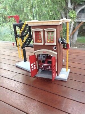 Fire Engine and Fire Station Set Fisher Price