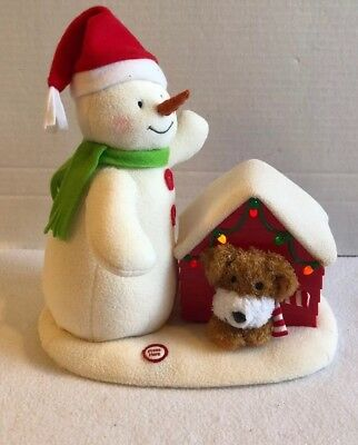 2011 Hallmark JINGLE PALS Deck the Halls Musical Snowman & Dog Lighted Doghouse