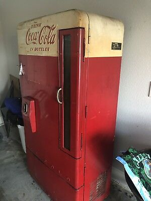 Vintage Collectible Vendo Model H1100 Coke Machine