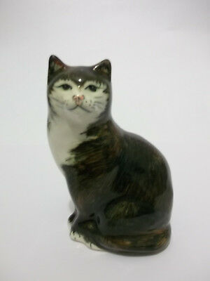BROWN / WHITE CAT - 95 mm HIGH - BABBACOMBE POTTERY