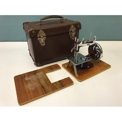 Vintage Mini/Child's Hand-Crank Sewing Machine lovely condition