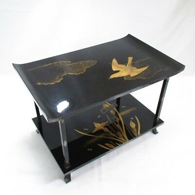 A686: High-class Japanese lacquered decorative stand with wonderful MAKIE
