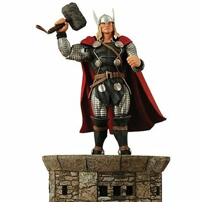 Diamond Select Toys - Marvel Select - Thor Action Figure