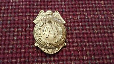 VINTAGE SCHOOL SAFETY PATROL BADGE Gold Patrolman BADGE AAA 60-70s