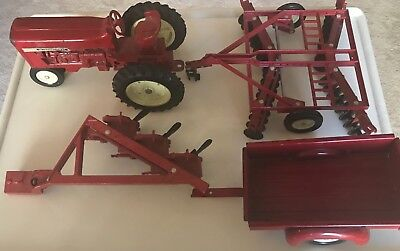 Vintage ERTL 1/16 INTERNATIONAL Toy FARM TRACTOR & LOT of 3 Attachments!