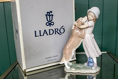 """Lladro figure titled """"A Warm Welcome""""  in original box! #6903"""