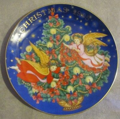 """Limited Edition Avon Christmas Plate 22K Gold 1995 """"trimming The Tree"""""""