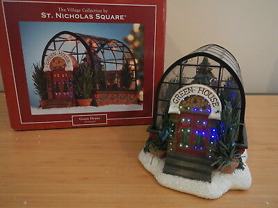 St. Nicholas Square - Green House - Lighted