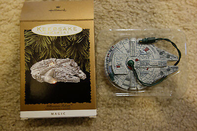 1996 Hallmark Keepsake Ornament- STAR WARS MILLENNIUM FALCON w/ Light!