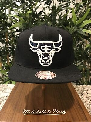 new products 4ee12 07717 Mitchell and Ness Chicago Bulls Hologram SnapBack Hat Dad supreme BBC NBA