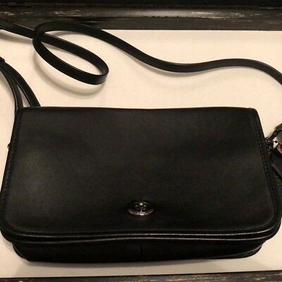 COACH NOMAD HOBO Handbag In Glovetanned Leather In Oxblood -  89.99 ... f0916855aa