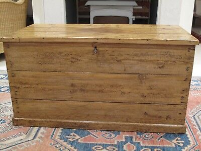 Vintage large old pine lidded Country House storage chest/toy box/coffee table.