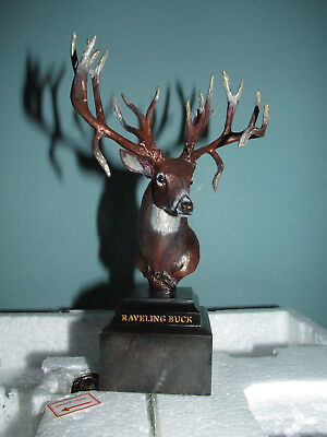 New in Box WHITETAIL LEGENDS Larry Raveling BUCK Deer Trophy STATUE & PIN 7""