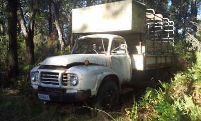 Bedford Truck with Tipping Tray & Cattle Crate