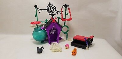 Monster High Secret Creepers Crypt Playset With 4 Creeper Pets
