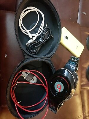 Apple iPhone 5c 16GB Yellow unlocked + Beats WIRED headphones
