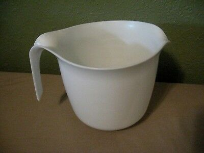 Vtg. Rubbermaid White Mixing Batter Bowl 6 Cup Capacity with  Good Rubber Ring