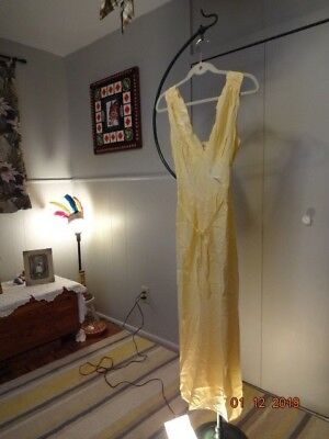 Vintage 40's bright yellow Nightgown