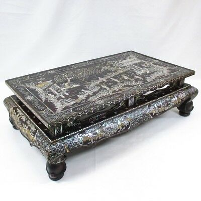 B285: Chinese old lacquered decorative stand with good inlaid mother-of-pearl