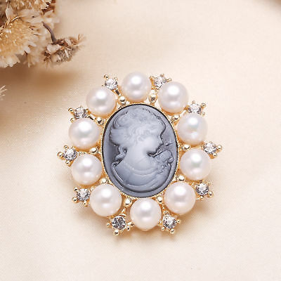 lalique queen Cameo Brooch Pin White natural Freshwater Pearl Gold