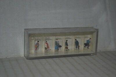 Kato 24-207 People N Scale