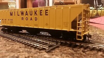 Athearn HO Covered Hopper Car Milwaukee Road #5306 with KD couplers