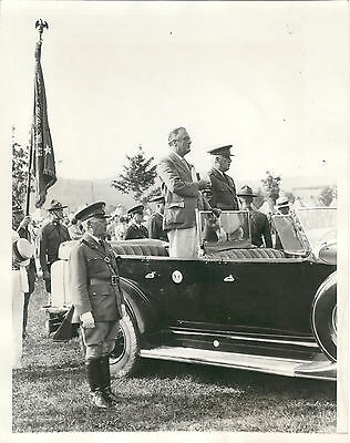 Original 1933 Photo of President Franklin Roosevelt standing Presidential Limo