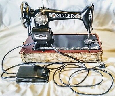 Antique 1910 Singer Portable Sewing Machine Vintage Wooden Lower Case Red Eye