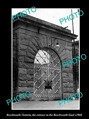 OLD LARGE HISTORIC PHOTO OF BEECHWORTH VICTORIA, THE BEECHWORTH GAOL GATES c1960