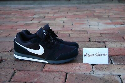 12905ce0a3cdf NIKE MD RUNNER 2 Sneakers Mens Shoes Walking Black White 749794-010 Sz10.