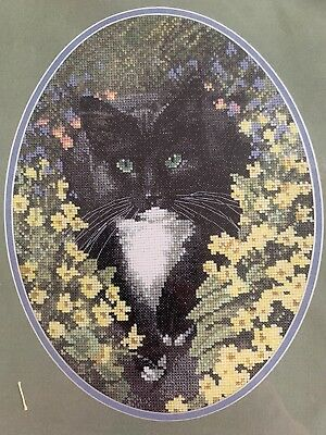Heritage Stitchcraft - The John Stubbs Editions: Black And White Cat 27 Count