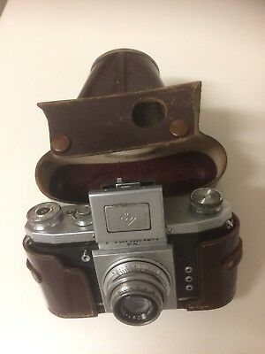 Praktiflex 35mm SLR. Vintage camera. In case. Good condition.