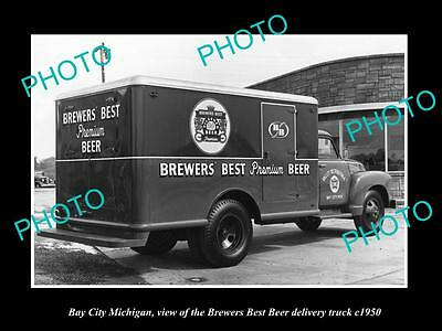OLD LARGE HISTORIC PHOTO OF BAY CITY MICHIGAN, THE BREWERS BEST BEER TRUCK c1950