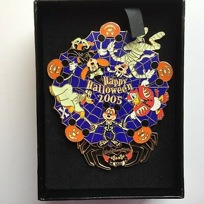 WDW - Halloween 2005 Jumbo Pin Mickey Mouse and Gang Spinner LE Disney Pin 42378