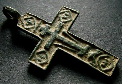 ANCIENT BRONZE CROSS RARE. RELIGIOUS ARTIFACT IN GREAT CONDITION. 38 mm. (F.111)