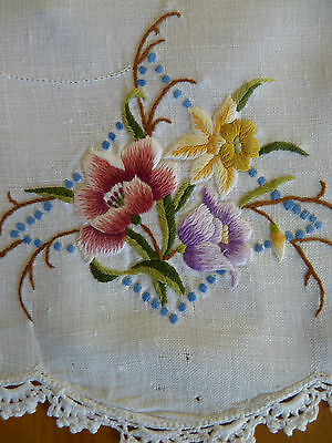 DAFFODIL & DOG ROSE Hand Embroidered Tray Cloth Large Doily VINTAGE