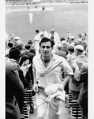 Photo - 10 x 8 Fred Trueman signed photo - Yorkshire and England Cricketer