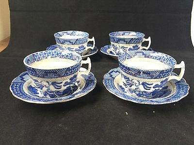 antique porcelain. Set 4 of antique chinese cups and sauces. Marked with flower