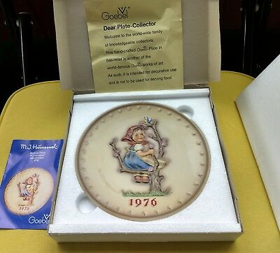 Goebel MJ Hummel 1976 Annual Collector Plate in Bas Relief