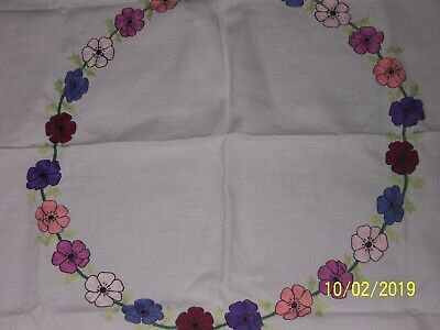 Vintage  Linen Tablecloth, Embroidery Flowers  88Cm X 91Cm
