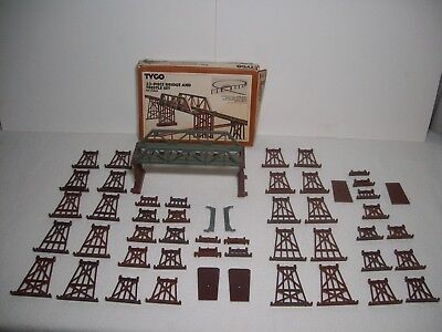 Ho Scale Tyco 33-Piece Bridge And Trestle Set No. 909 And More