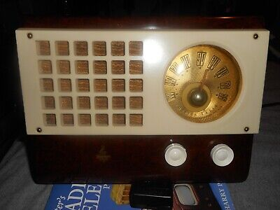 vintage 1945 Emerson marbleized Catalin Tube Radio Model 520  working condition
